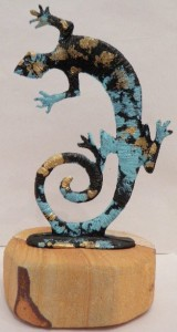 Lizard pewter with a sand stone base